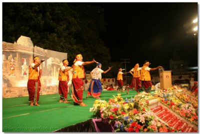 Disciples from Varodara perform a patriotic dance