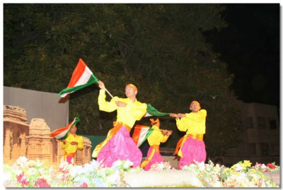 Students of Shree Muktajeevan Swamibapa Kala Academy perform a spectacular patriotic dance