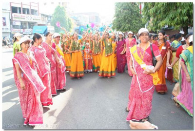 Throughout the procession, young girls dance to devotional songs