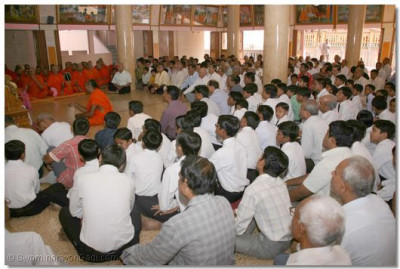 Disciples are seated in the Brahm Mahol during the special program held in celebration of Jeevanpran Bapashree's manifestation on the Earth