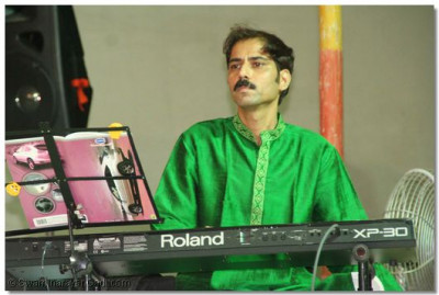 A leading musician of Gujarat, Amit Thakar, directs the concert