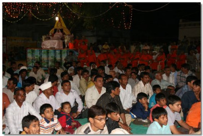 Acharya Swamishree, sants and disciples listen to the devotional song performances