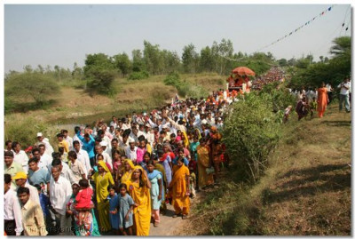 Many thousands of people from all over the Panchmahal region were present during the procession
