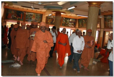 Shree Hariprasad Swami enters Shree Brahm Mahol, for the darshan of Shree Swaminarayan Gadi