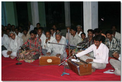 Diciples perform Kirtan-Bhakti