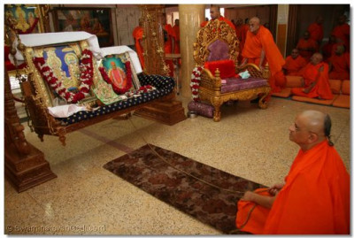 Acharya Swamishree gently swings the swing