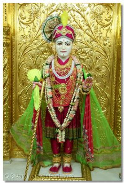 Divine darshan of Shree Ghanshyam Maharaj, awaiting the return of Acharya Swamishree to Maninagar Temple