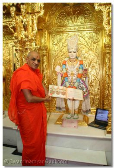 Acharya Swamishree inaugurates the invitation to the Surat Murti Pratishtha Mahotsav