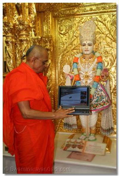 Acharya Swamishree launches the Mahotsav's dedicated website