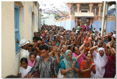 The small streets of Dasada were packed with onlookers