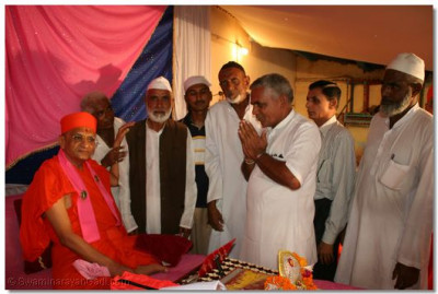 Acharya Swamishree gives darshan to the village elders and Moslem villagers