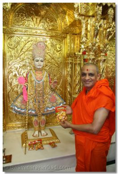 Lord Swaminarayan and Acharya Swamishree in Maninagar temple