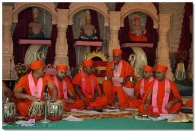 Sadguru Shree Akhileshwardasji Swami in performance
