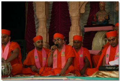 Sadguru Shree Munibhushandasji Swami in performance