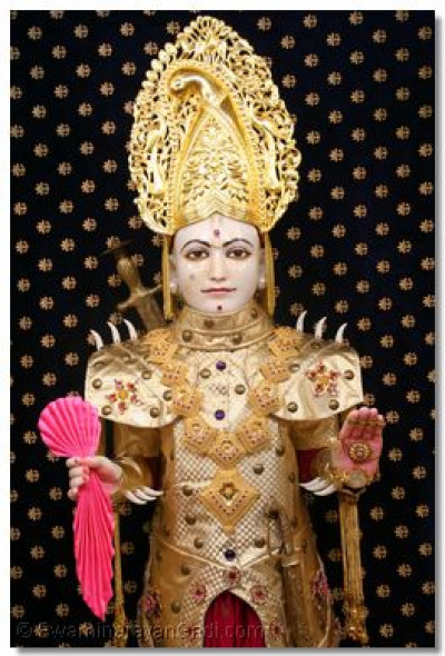 Divine darshan of Lord Swaminarayan on the day of dry fruits hindola