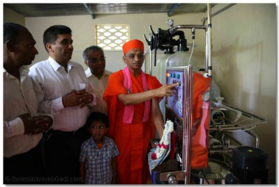 A new water filtration plant is inaugurated by Acharya Swamishree
