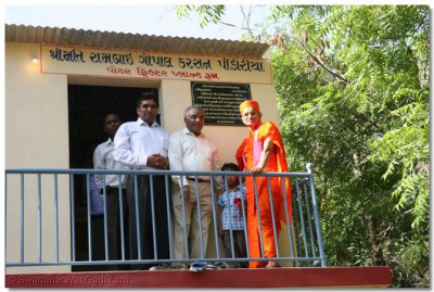 Acharya Swamishree gives darshan in front of the water plant room