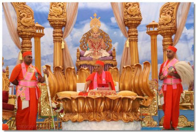 Acharya Swamishree presides on a golden lotus and showers His blessings to all the sants and disciples