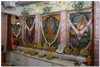 Annakut is offered to the Lord in the Ladies Mandir
