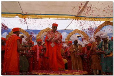 In conclusion to the festival, rose petals are showered over the Lord and Acharya Swamishree
