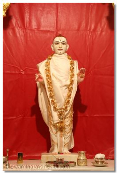 Divine darshan of Lord Swaminarayan before the patotsav ceremony