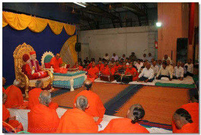 Acharya Swamishree bestows divine blessings to all the sants and disciples