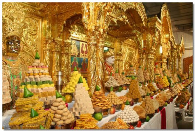 The sants had prepared a vast array of food, which was offered to the Lord in the form of a splendid Annakut