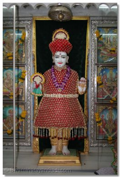 Shree Ghanshyam Maharaj, adorned in flower garments
