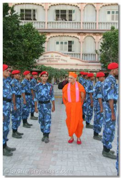 Acharya Swamishree inspects the cadets