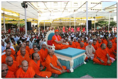 Acharya Swamishree watches the proceedings