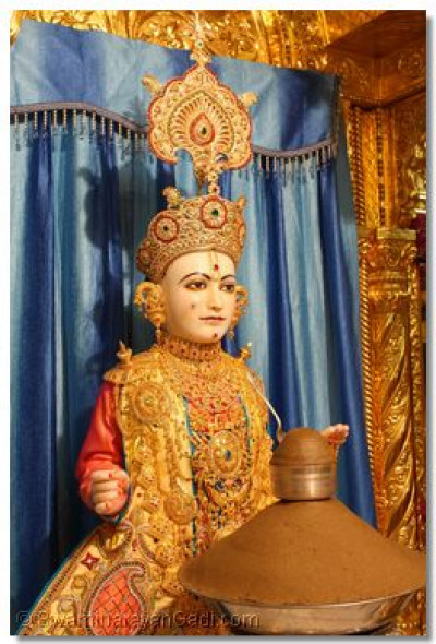 Shree Ghanshyam Maharaj is offered 'Panchajiri' the prasad traditionally offered on this day