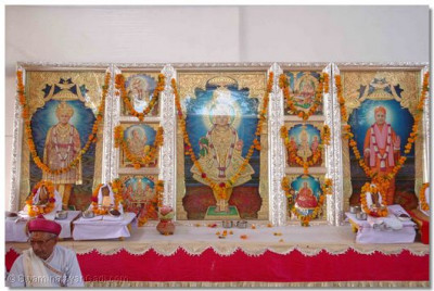 The installations ceremonies commence for the divine Murtis who will be installed by Acharya Swamishree in the new Mandir
