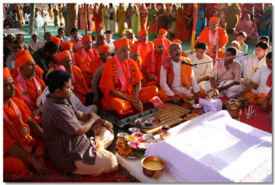 Acharya Swamishree commences the Murti Pratishtha Havan Ceremony