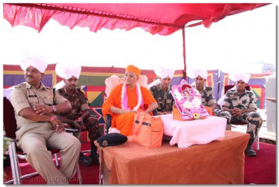 Acharya Swamishree honoured the camp commanders with a prasad paag