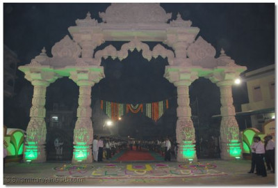 The main entrance gate to Shree Swaminarayan Temple Maninagar decorated for the arrival of Acharya Swamishree