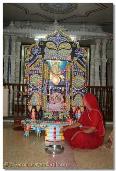 Hindola darshan in Maninagar Ladies Temple - Confectionary Hindola