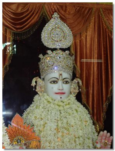 Divine darshan of Lord Swaminarayan at Varodara Temple