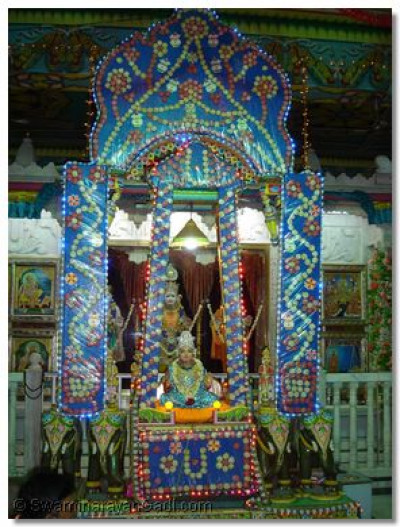 Hindola darshan at Shree Swaminarayan Temple Varodara - Sata Hindola