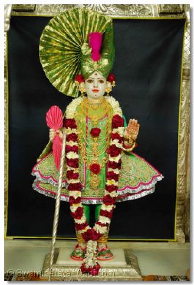 Divine darshan of Lord Shree Swaminaryan at Shree Swaminarayan Temple Kadi