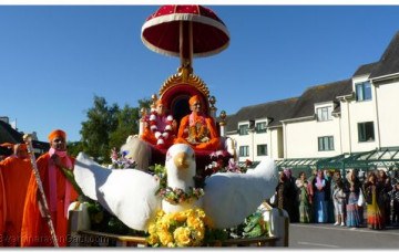 Acharya Swamishree Unveils Permanent Tributes to Gurudev Jeevanpran Swamibapa in the Lake District