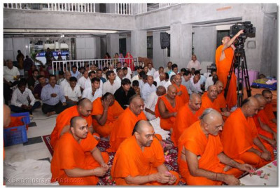 Sants and disciples gathered for the patotsav ceremony