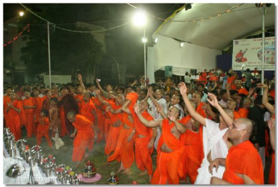 Sants and disciples dance with Acharya Swamishree