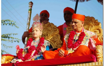 Welcoming Procession and Assembly in Vamaj