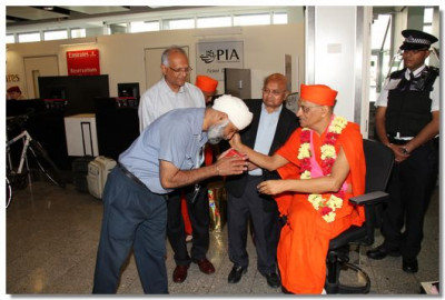 A senior airline official comes for the darshan of His Divine Holiness Acharya Swamishree