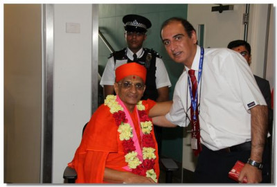 A senior officer belonging to the Aircraft Service International Group comes for the darshan of His Divine Holiness Acharya Swamishree