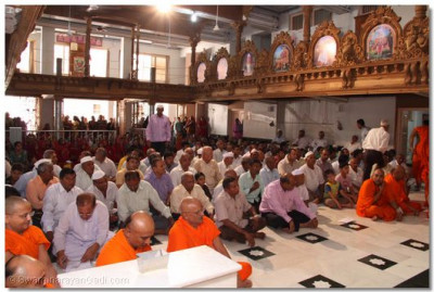 Sants and disciples take part in the patotsav ceremony by reciting the sacred name of God