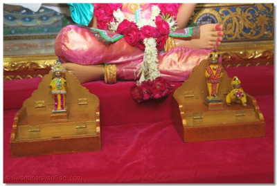 Shree Harikrishna Maharaj adorned with chandan vagha
