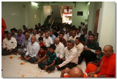 Disciples gathered for the patotsav ceremony