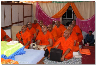 Sants listen to the ashirwad