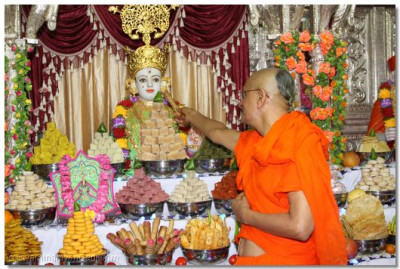 Acharya Swamishree offers some prasad to the Lord